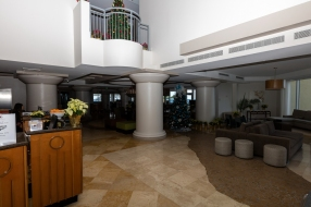 Lobby of the DoubleTree Ocean Point Resort